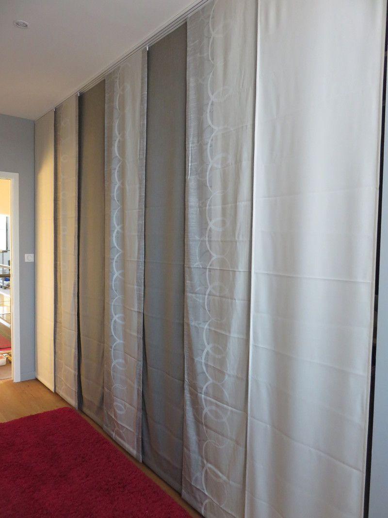 pose des rideaux japonais dans le dressing. Black Bedroom Furniture Sets. Home Design Ideas